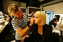 220px-Make-up_artist2